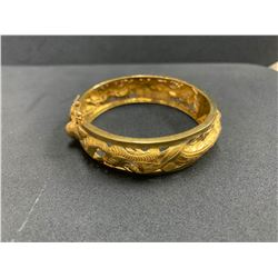 ONE 18K YELLOW GOLD CHINESE STYLE BANGLE BRACELET, 31.10GRAMS, REPLACEMENT VALUE $4,600.00