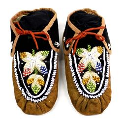 Vintage Iroquois Beaded Leather Moccasins