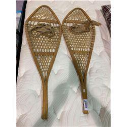 Bastien Huron set of authentic snowshoes