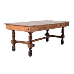 Farmhouse Quarter Sawn Oak Table circa 1890-1900