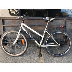 WHITE DIAMONDBACK BICYCLE