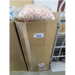 BOX OF NEW GARDENSTAR THROW PILLOWS (APPROX 10)