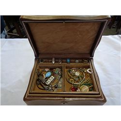 BROWN LEATHER JEWELLERY BOX W/ CONTENTS
