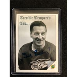 TED LINDSAY SIGNED ULTIMATE HOCKEY CARD (TERRIBLE TEMPERED TED)