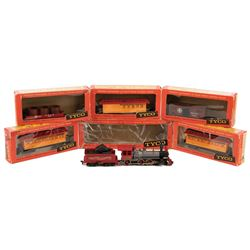 Vintage HO scale Tyco model trains including engine and (5) cars.