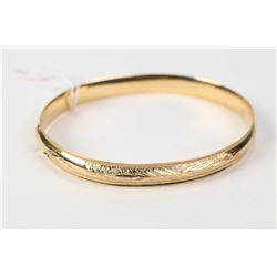 Ladies 14kt yellow gold hinged bracelet. Retail replacement value $885.00
