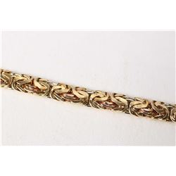 "14kt tri-gold Queen's link bracelet, 7 1/2"" in length. Retail replacement value $ 1,000.00"