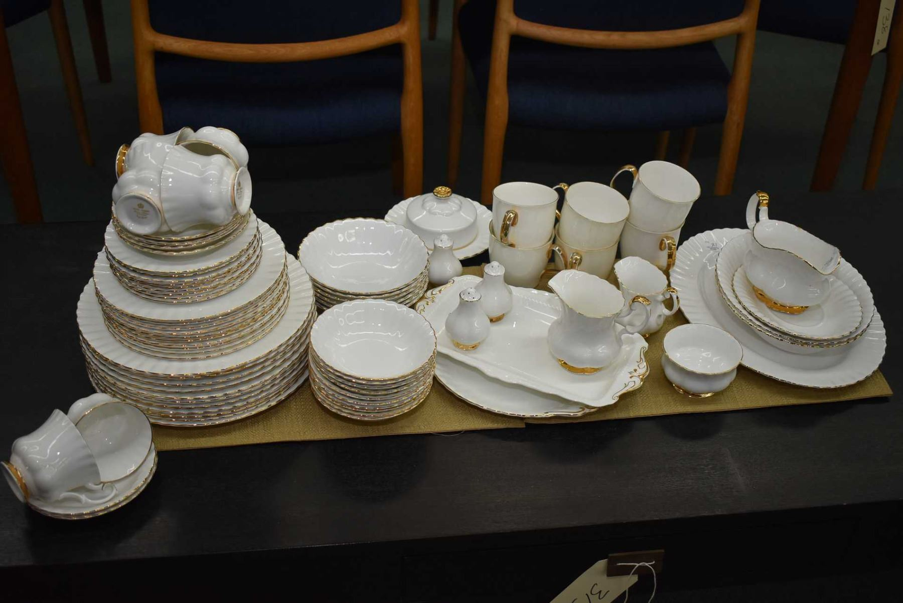 20 Piece Set of Royal Albert Val D/'or China Dinner Plate,Salad Plate,Bread and Butter Plate Teacup and Saucer