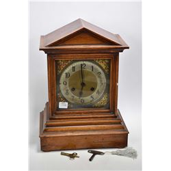 Vintage oak cased chiming mantle clock, working at time of cataloguing