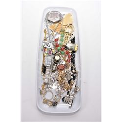 Tray lot of vintage and collectible costume jewellery including neck chains and pendants, lamp bead