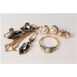 Selection of vintage gold jewellery including a pair of 9ct yellow gold and hematite screw back earr