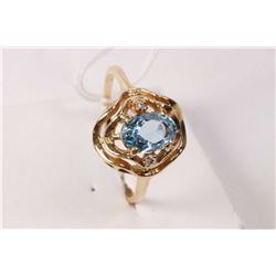 14kt yellow gold ring set with oval faceted aquamarine gemstone