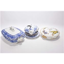Tray lot of china collectible including Royal Worcester Evesham casserole dish, a Royal Worcester do