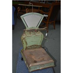 Large antique retail scale made by style No. 474, Capacity 100 lbs, Serial No. 509070 made by Intern