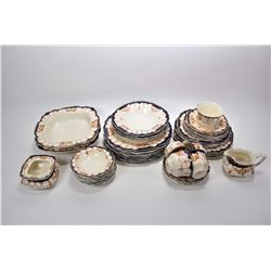 """Selection of vintage Mott & Sons Imari china """"Rosemary"""" including ten dinner plates, four soup bowls"""