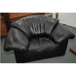 Overstuffed leather/leather like parlour chair