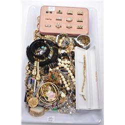 Tray lot of vintage and collectible costume jewellery including rings, genuine opal and sterling sil