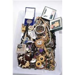 Tray lot of vintage and collectible costume jewellery including bracelets, necklaces, earrings, pend