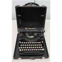 Vintage Underwood Universal Portable Typewriter w/ Case