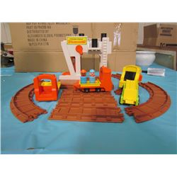 FISHER PRICE LIFT AND LOAD RAILROAD