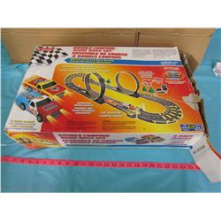 DOUBLE LOOPING BANK RACE SET AND ASSORTED PIECES