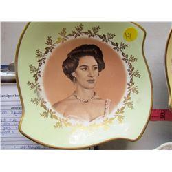 QUEEN ELIZABETH GLASSWARE (4 PLATES, 3 SAUCERS)