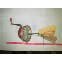 BUTTER CHURN LID WITH PADDLE (DAZEY NO. 8)