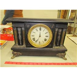 MANTLE CLOCK C/W KEY & PENDULUM