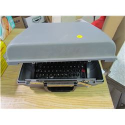 UNDERWOOD 450 TYPEWRITER (WITH CASE)