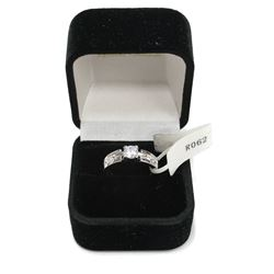 Beautiful Ladies Round Brilliant Silver Engagement Ring Size: 7   New with Box