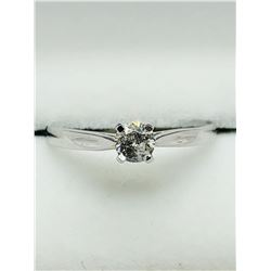 10K WHITE GOLD DIAMON RING SIZE  5.5
