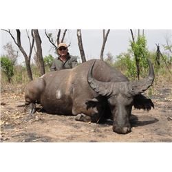 7-day Cameroon Central Savanna Buffalo or Roan Hunt for One Hunter and One Observer