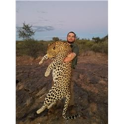 Namibia: 14 Day Leopard for 1 hunter, Includes 1 Leopard