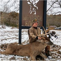 Illinois: 5 Day Northeastern Whitetail Archery Rut Hunt for One Hunter