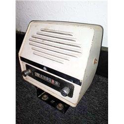 Vintage IH Fender Mount Tractor Radio, Works!