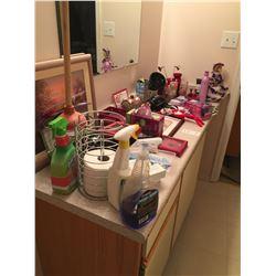 Assorment of Bathroom items & décor A