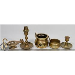 BOX OF ASSORTED BRASS.