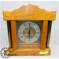 VINTAGE WOOD MANTEL CLOCK