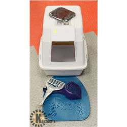 LIDDED CAT LITTER BOX WITH TWO SCOOPERS,