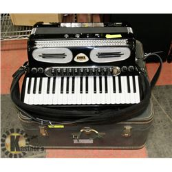 LIDO ACCORDION WITH CASE