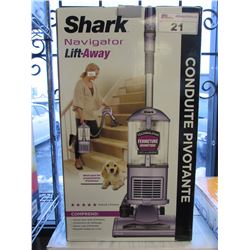 SHARK NAVIGATOR LIFT-AWAY VAC