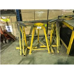 2 METAL SAW HORSES, 2 STOCK ROLLERS & METAL STAND