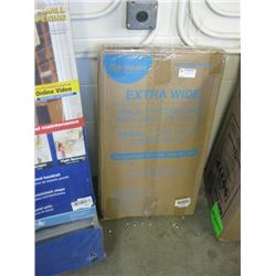 CARLSON EXTRA WIDE WLK THROUGH GATE WITH SMALL PET DOOR