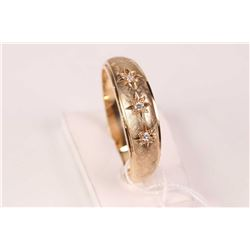 Gent's 10kt yellow gold band set with three brilliant cut round accent diamonds
