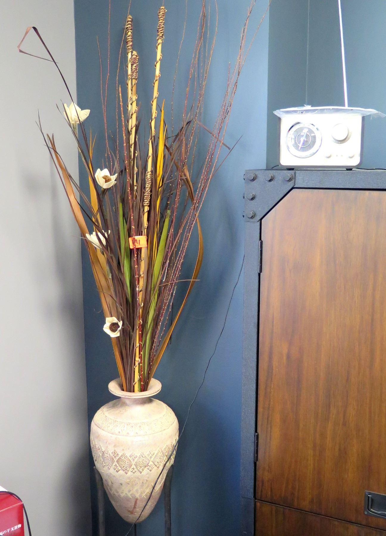 Decorative Large Vase W Artificial Flowers Retro Clock Oahu Auctions
