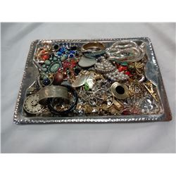 TRAY OF ASSORTED JEWELLERY