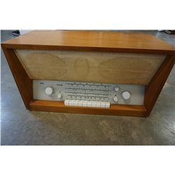BRAUN TS 3A-8U VINTAGE RADIO