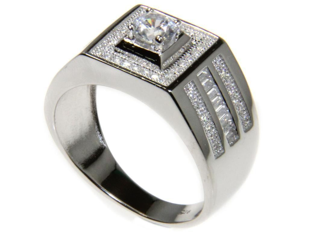 Mens .925 Silver and Swarovski Element Ring. Size 11.