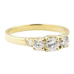0.75 ctw Diamond Ring - 14KT Yellow Gold
