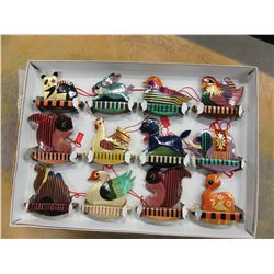 ESTATE - BOX OF 12 WOODEN CHRISTMAS DECORATIONS